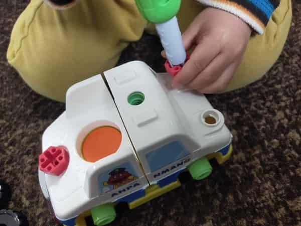 アンパンマンDIY ねじねじチェンジはたらくのりものパトカーの作り方は