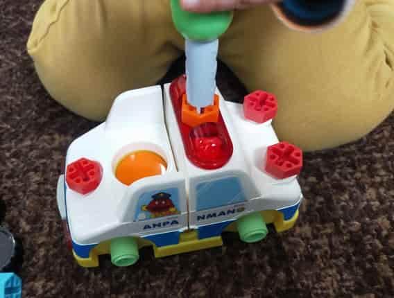 アンパンマンDIY ねじねじチェンジはたらくのりものパトカーの作り方