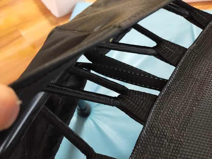 トランポリンの専用のカバーでゴム周りも安全