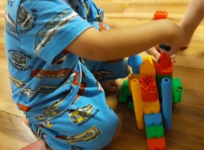 トイサブで遊ぶ子供の様子